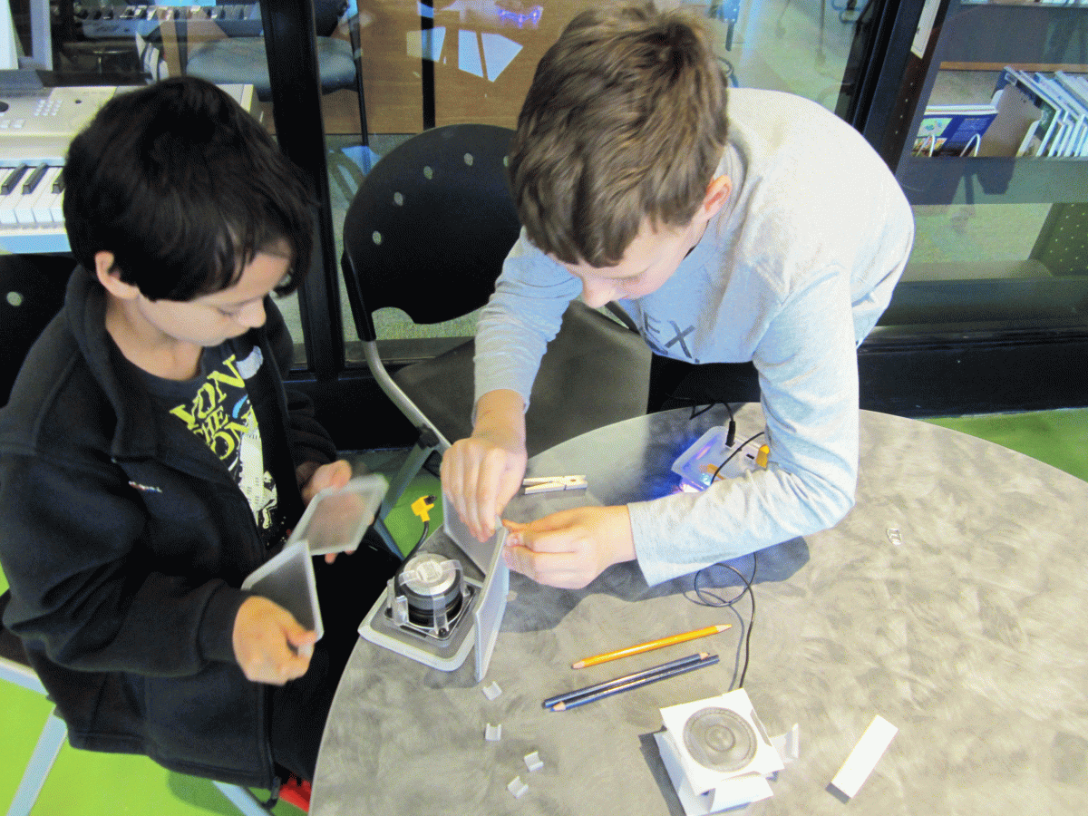 kids building speaker circuits
